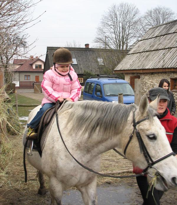 Zuzia na koniu.
