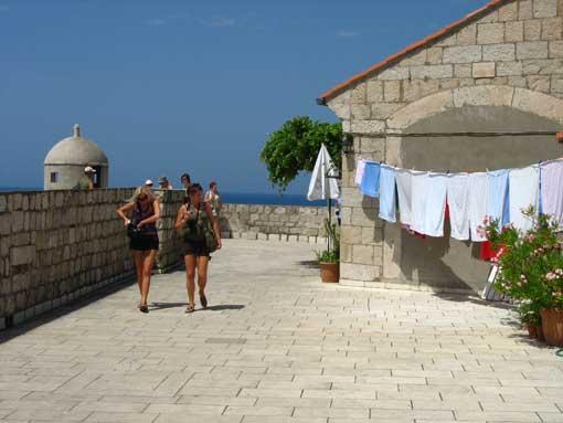 Dubrovnik - pranie na murach.