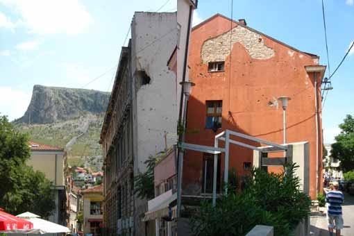 Mostar - zniszczone budynki.