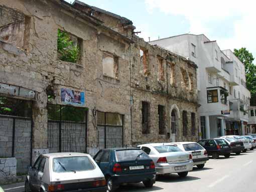 Mostar - zniszczone domy.